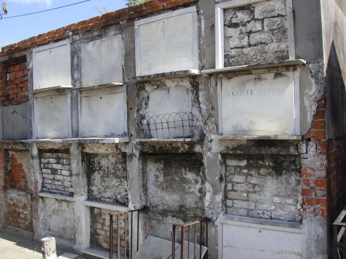 Oven Vaults St louis cemetery 1
