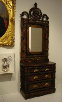 crown-of-thorns-dresser