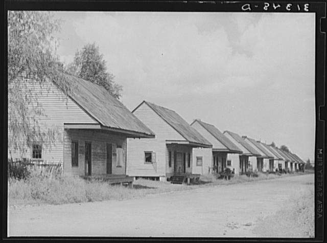 slave-cabins-destrehan